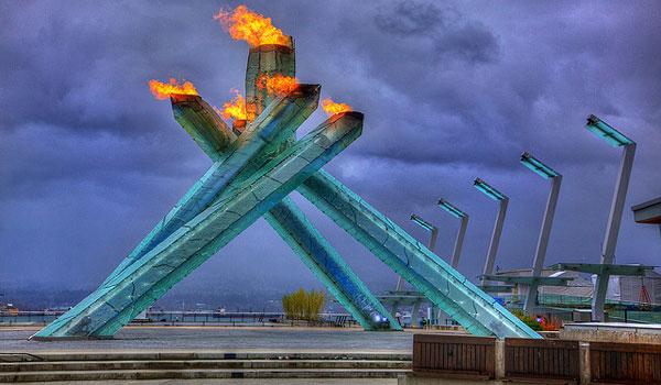 Огонь и лёд: факел олимпийского огня Vancouver 2010 Olympics.