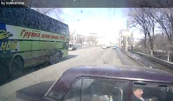 Бешеный водитель маршрутки из Волгограда мстил неумелым автолюбителям, за год устроил 12 аварий и снимал все видеорегистратором.