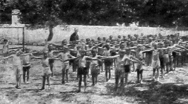 Детская площадка санатория РОКК в Симферополе. 1927 год.