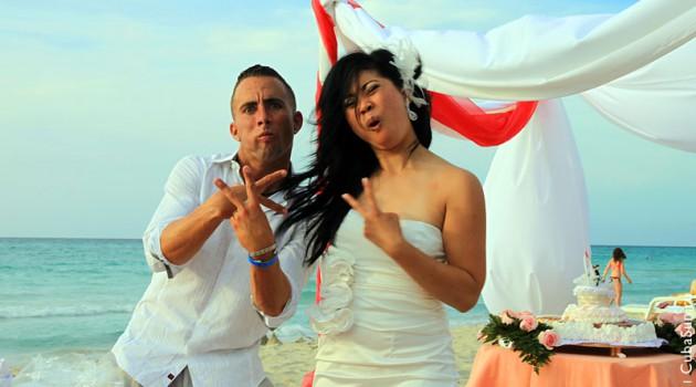 Свадьба на берегу Атлантического океана: молодожёны..