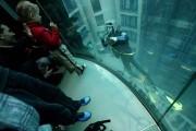 Номер с видом на тропический подводный мир Aquadom.