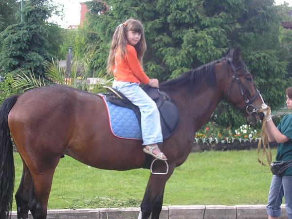 Моя дочка на лошадке.