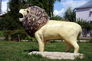 Ландшафтный дизайн. Лев в детском парке города Малоархангельска