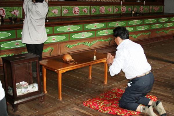 В буддистском храме КНДР