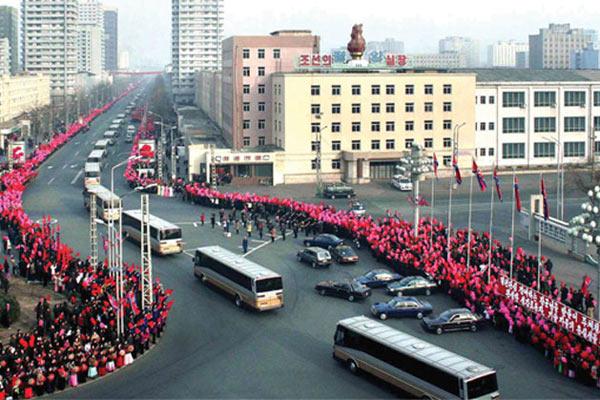 Сталеваров Сонгуна встречают в Пхеньяне