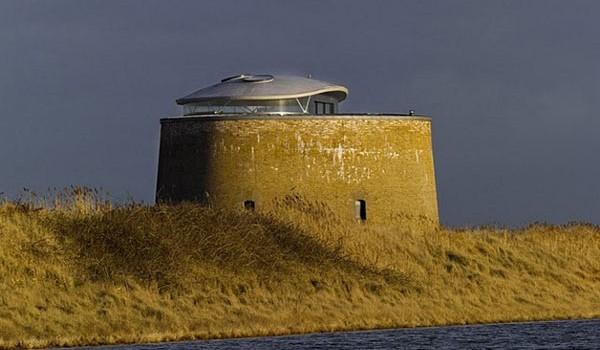 Современный дом в исторической башне